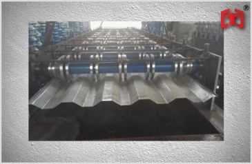 Truck sheet forming machine